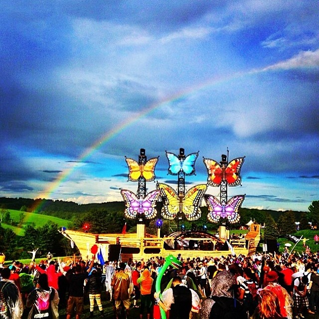 Mysteryland-USA-boat-rainbow