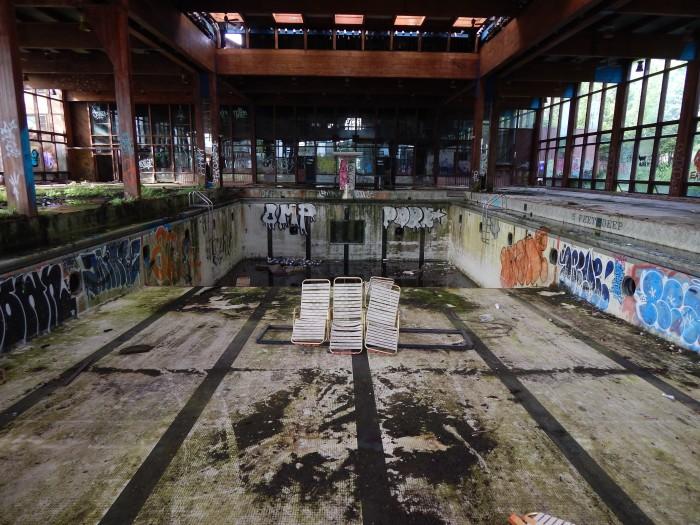 abandoned-gossingers-resort