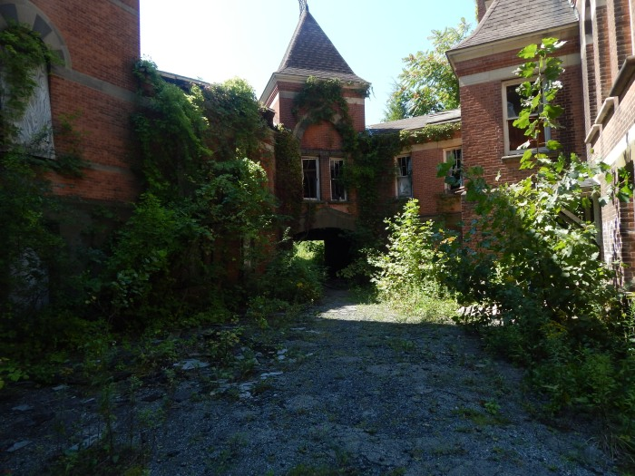 abandoned-mental-hospital-poughkeepsie