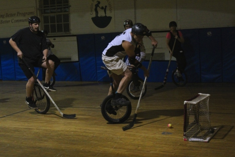 unicycle-hockey